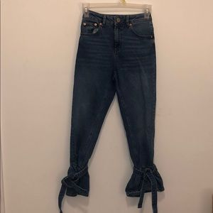 cropped jeans with bow